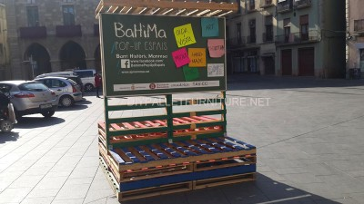 Stage and informative poster with pallets 6