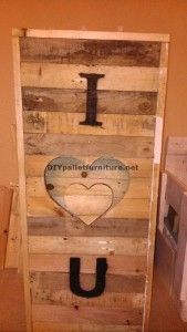 Valentine lamp made with pallets 3