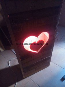 Valentine lamp made with pallets 6
