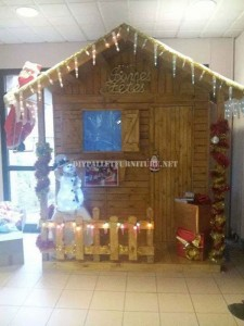 Christmas little pallet house