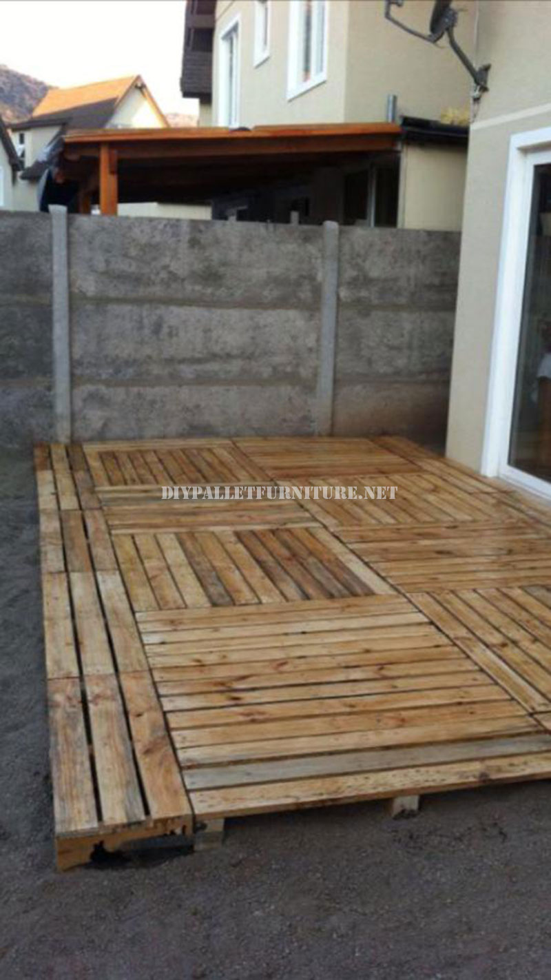Examples of platforms built with pallets 4diy pallet - Sofas con palets ...