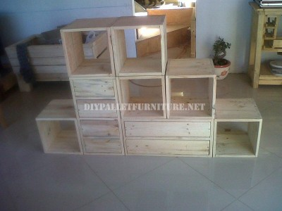 Modular shelving made with pallets 1