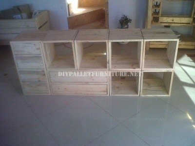 Modular shelving made with pallets 2