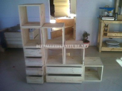 Modular shelving made with pallets 4
