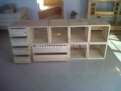 Modular shelving made with pallets 6