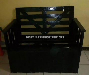 Sofa built with recycled wood box 5