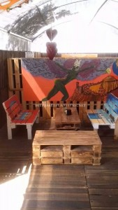 Bar decorated with DIY pallet furniture 4