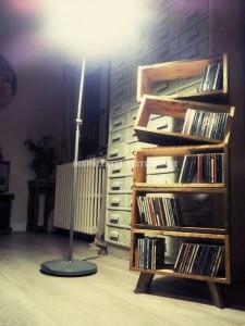 Design bookcase made of pallet planks 1