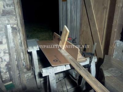 Design bookcase made of pallet planks 4