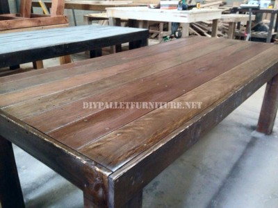 Dining table made with palletsdiy pallet furniture diy - Table a manger palette ...