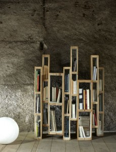 Library built with pallets vertically