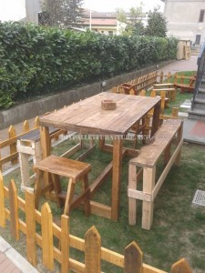 Outdoor furniture set for the garden built using pallets 2