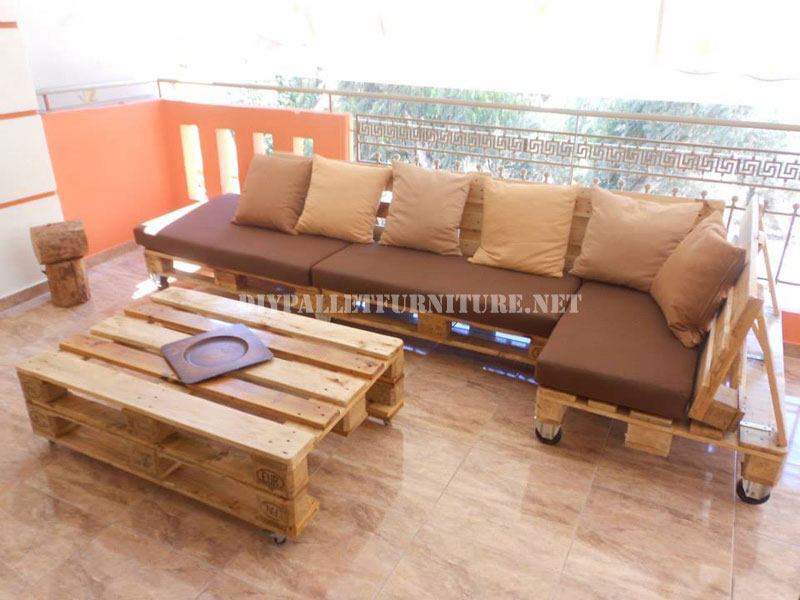 Sofa for terrace made with pallets 1diy pallet furniture for Living room furniture made out of pallets