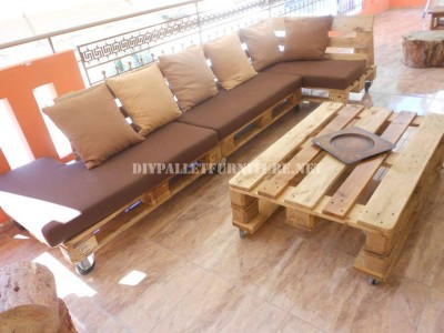Sofa for terrace made with pallets 4