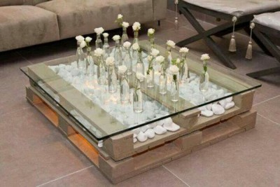Super cool table made with only 2 pallets