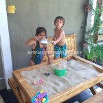 Table and sandbox of pallets 1