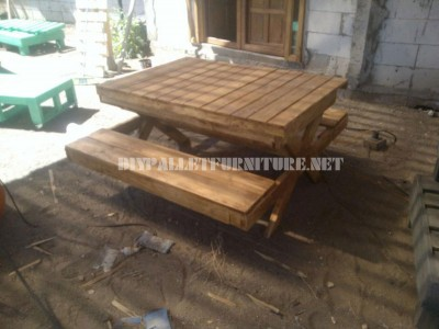 Table and sandbox of pallets 3