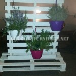 Vertical support for planters with pallets