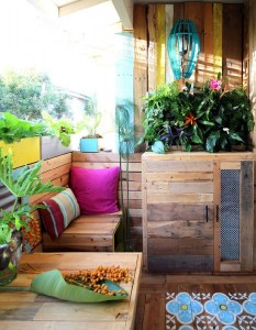 A tropical paradise with pallets 1