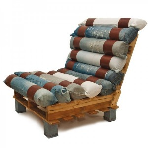Armchair made with pallets and recycled jeans 1