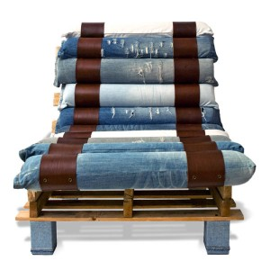 Armchair made with pallets and recycled jeans 4