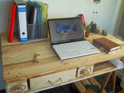Desk made from a pallet and 2 table trestles 3