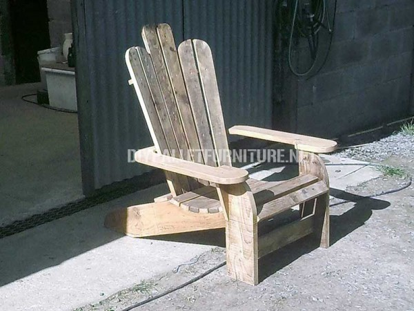 Adirondack chair built with pallet planks 3