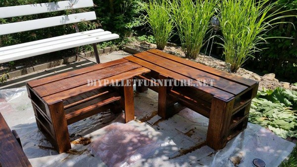 Corner bench for the garden with pallets 5