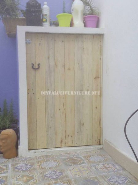 Door to hide the washer made pallet planks 1