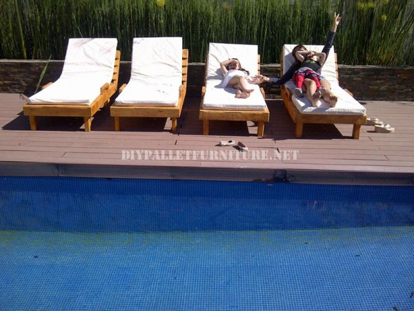 Examples of pallet loungers for a pool 3