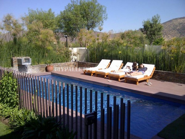 Examples of pallet loungers for a pool 4