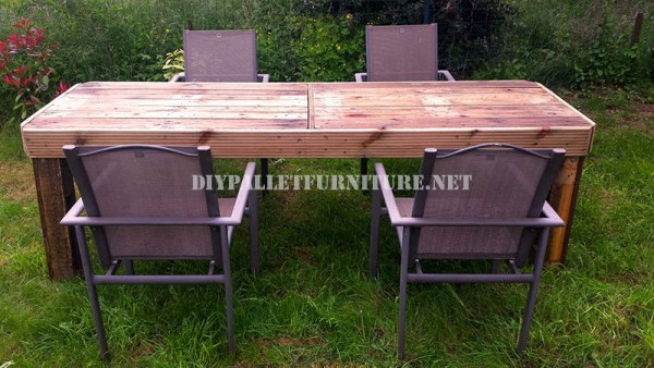 Garden table made with pallets 1