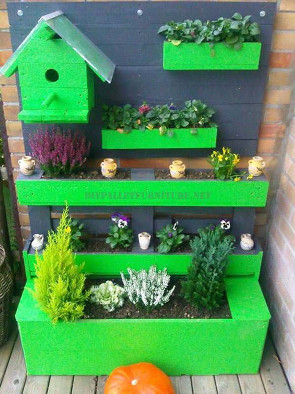 Green corner for the terrace made with pallets