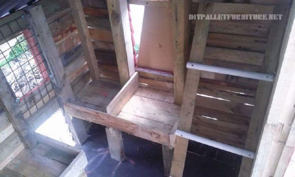 Henhouse built pallet planks 3
