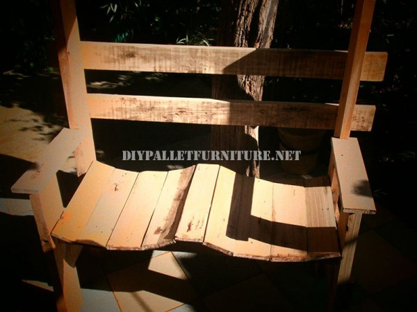 Nice bench built with pallet planks 4