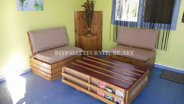 Outdoor sofa & table with pallets 1