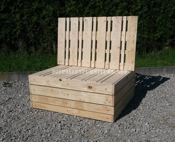 Outdoor sofa & table with pallets 4