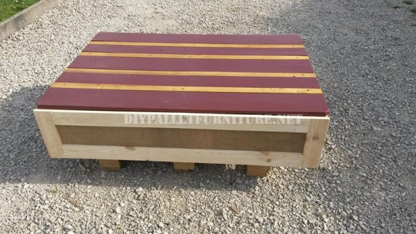 Outdoor sofa & table with pallets 6
