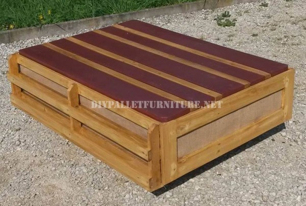 Outdoor sofa & table with pallets 7
