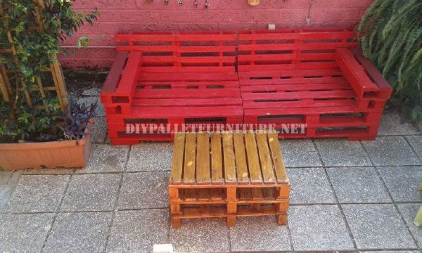 Outdoor sofas and armchairs with pallets 2