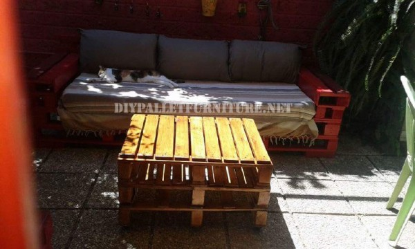 Outdoor sofas and armchairs with pallets 3