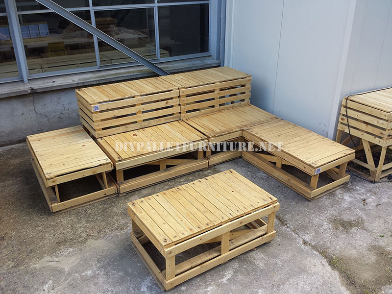 Plans to build modular pallet benchesdiy pallet furniture for Hacer muebles con palets jardin