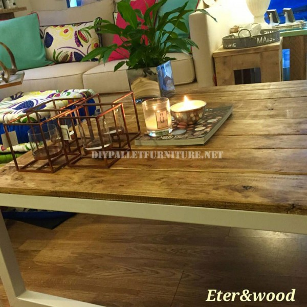 Table made with pallet planks and a metal tubular structure 3