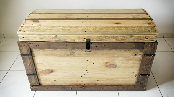Trunk made with pallets 1