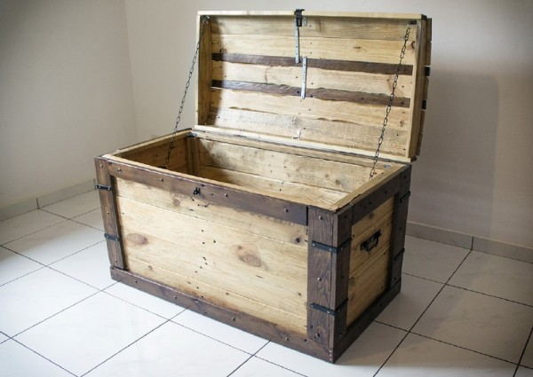 Trunk made with pallets 4