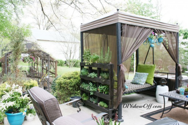 12 fantastic vertical gardens made with pallets