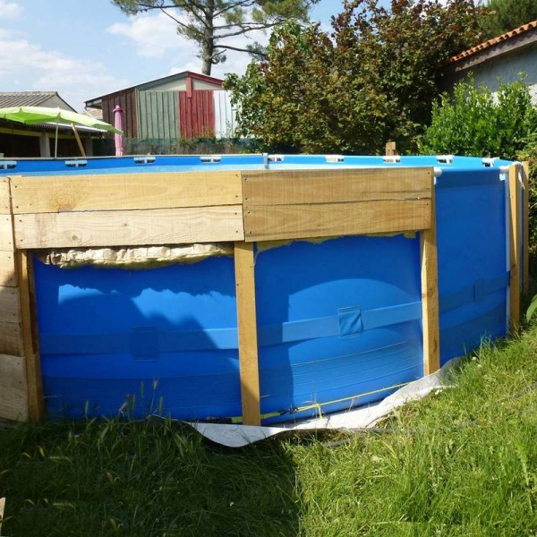 A Pool On The Floor With PalletsDIY Pallet Furniture DIY