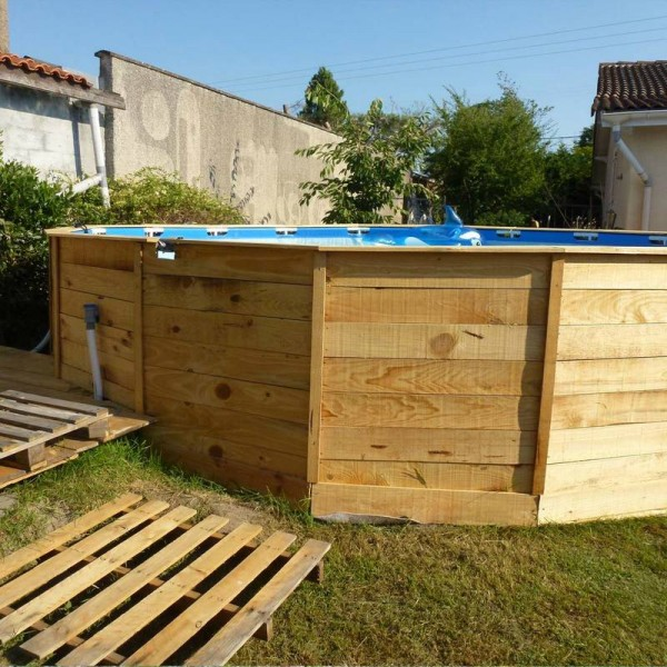 A pool on the floor with pallets 3