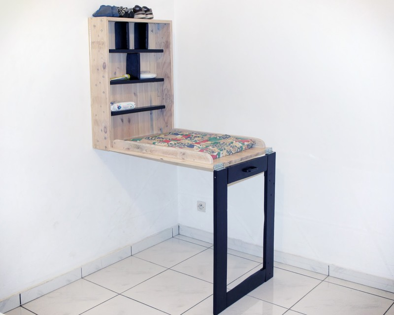 Baby Changing Table Made Of PalletsDIY Pallet Furniture