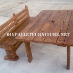 Bench and table made with pallets for the yard